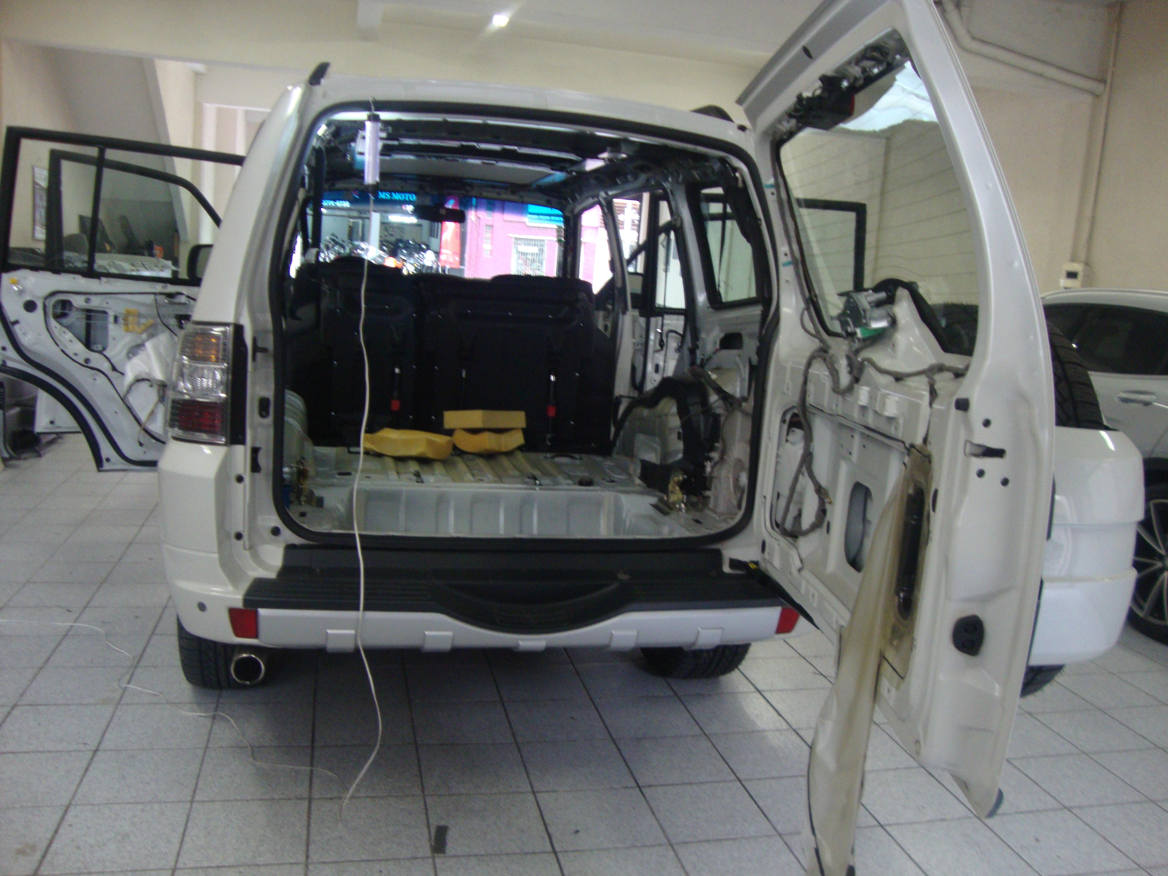 Mitsubishi Pajero Full (14) (1)
